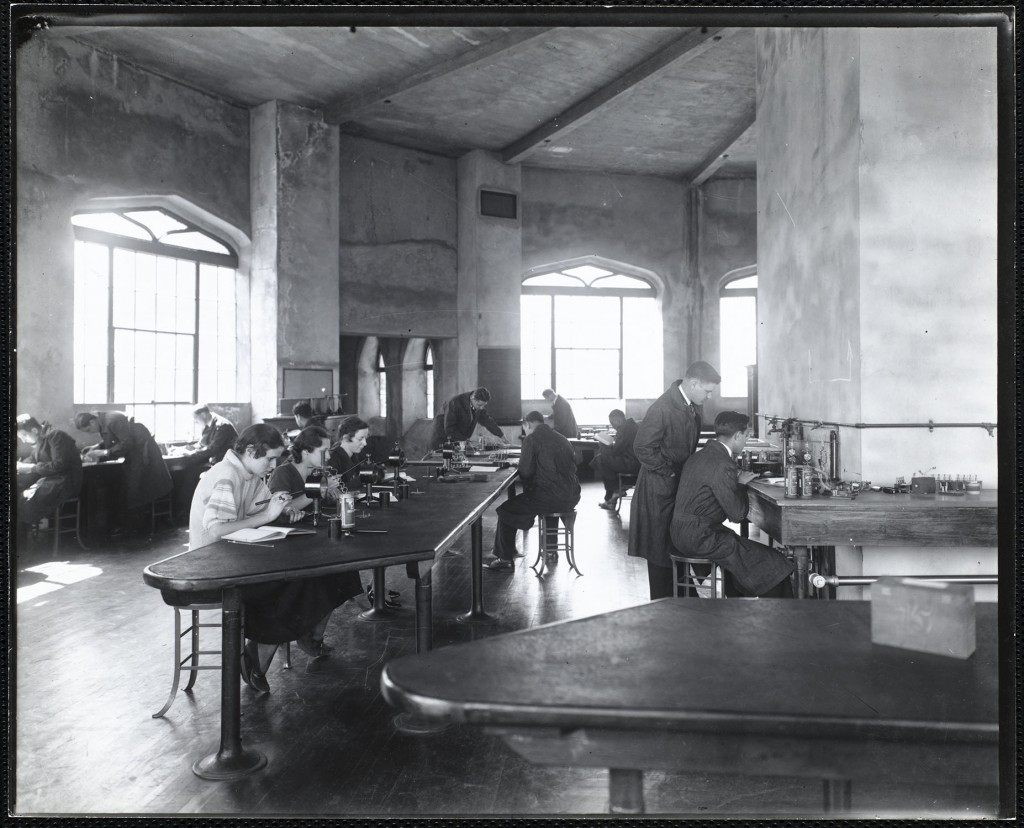 Middlesex University Medical School (pictured above: physiology lab, c. 1935) prided itself on admitting students solely on merit despite the prevalence of quotas at their fellow medical schools. Image courtesy of Robert D. Farber University Archives and Special Collections Department, Brandeis University, CP 20.2015.1.