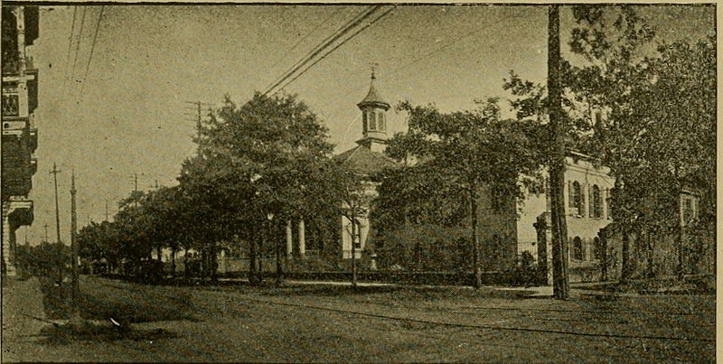 Touro Infirmary on Prytania Street, New Orleans, at the start of the 20th Century.