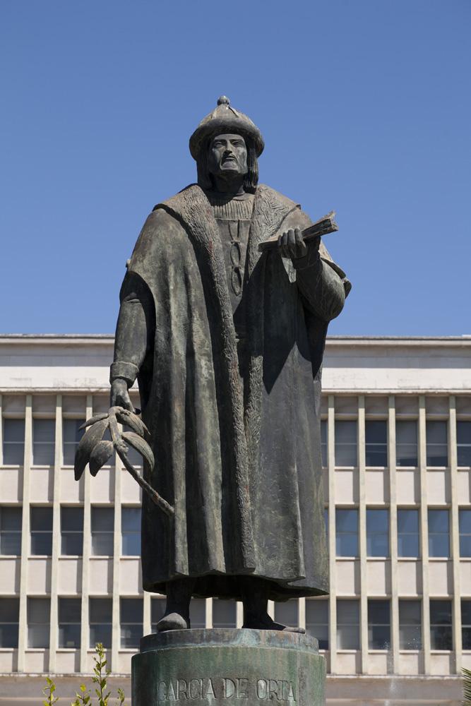 Monumento a Garcia de Orta, By Manuelvbotelho (Own work) [CC BY-SA 3.0 (http://creativecommons.org/licenses/by-sa/3.0)], via Wikimedia Commons